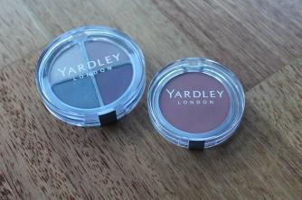 1 Yardley London eyeshadow pallete+ 1 Yardley London Blush